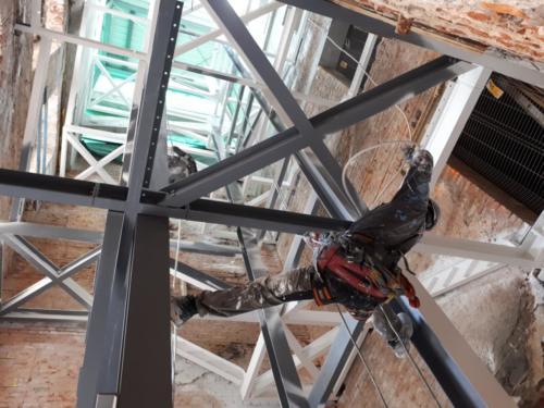Zabezpieczenie ogniochronne konstrukcji stalowej farbą pęczniejącą