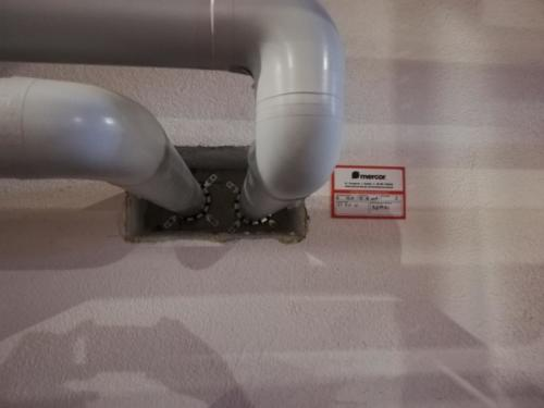 Przejścia instalacyjne zabezpieczone systemem firmy MERCOR S.A.